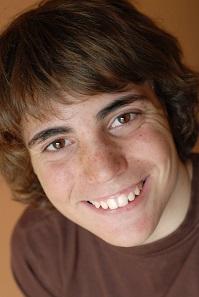 smilende gutt
